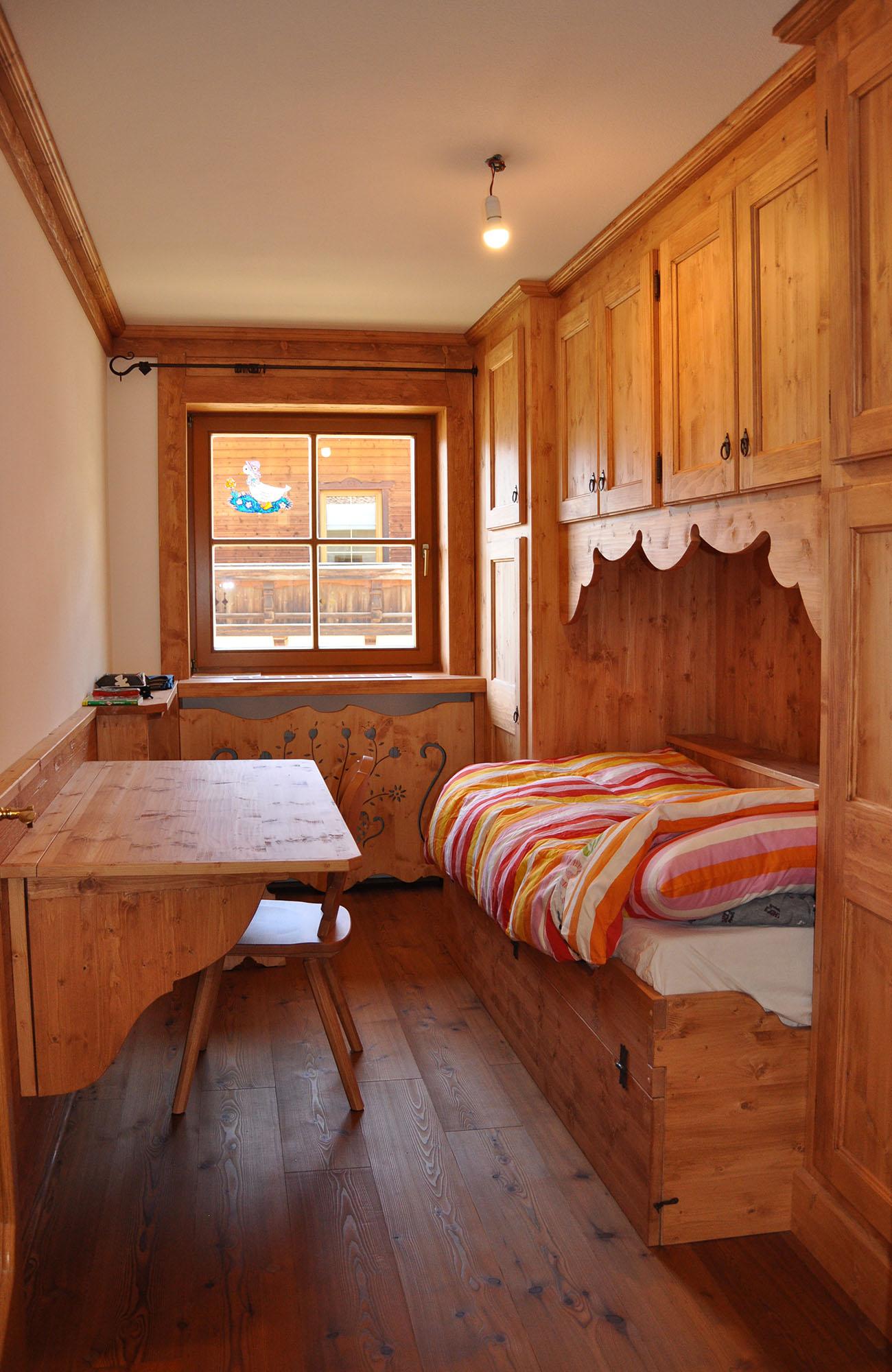 Camere da letto in legno e mobili in legno per la zona notte